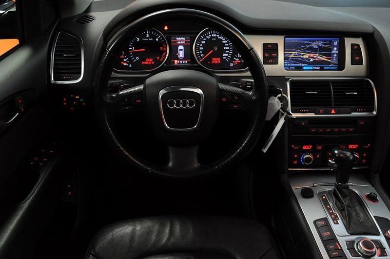 Audi q7 dga motors valenciennes marly for Interieur q7